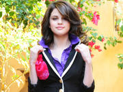 Selena Gomez - Cuteness - Mixed Quality Wallpapers Th_23843_tduid1721_Forum.anhmjn.com_20101130202548007_122_138lo