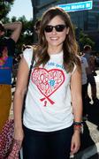 http://img202.imagevenue.com/loc19/th_411109463_Sophia_Bush_28th_Annual_AIDS_Walk5_122_19lo.jpg