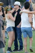 http://img202.imagevenue.com/loc468/th_864652839_Hillary_Duff_Coachella_Valley_Music_and_Arts_Festival19_122_468lo.jpg