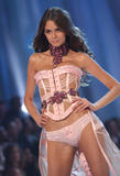 th_10320_fashiongallery_VSShow08_Show-442_122_7lo.jpg