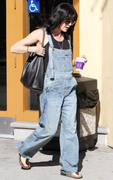Selma Blair taking her cue little dog for a stroll in LA 17-01-2011