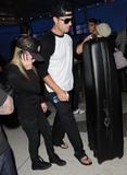 Аврил Лавин, фото 13583. Avril Lavigne LAX Airport candids, 15.01.2011., foto 13583